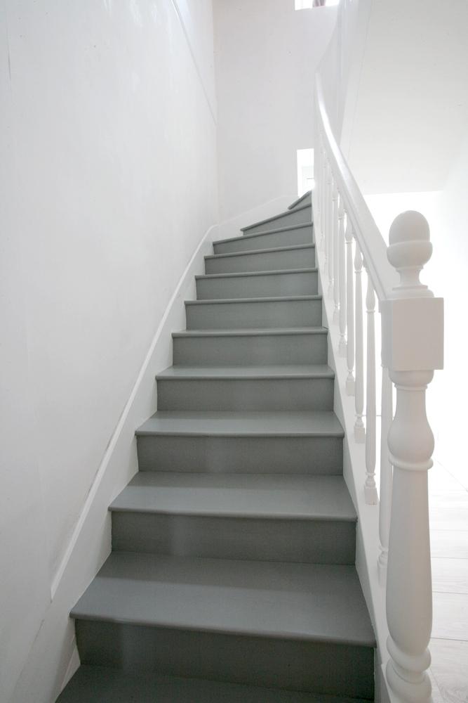 Rénovation d'un escalier avec nouveau vitrificateur opaque